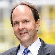 Das Porträtfoto von Klaus Niewöhner-Pape, dem Geschäftsführer der INDUSTRIA WOHNEN GmbH.